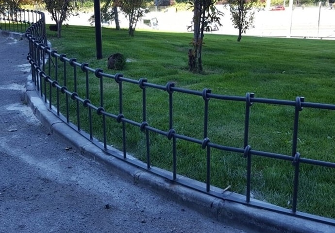 Valla nudos mobiliario urbano Madrid