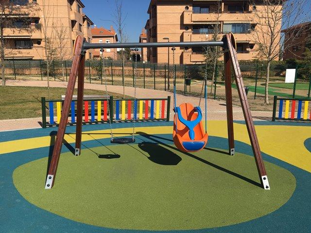 Columpios inclusivos para parques infantiles adaptados